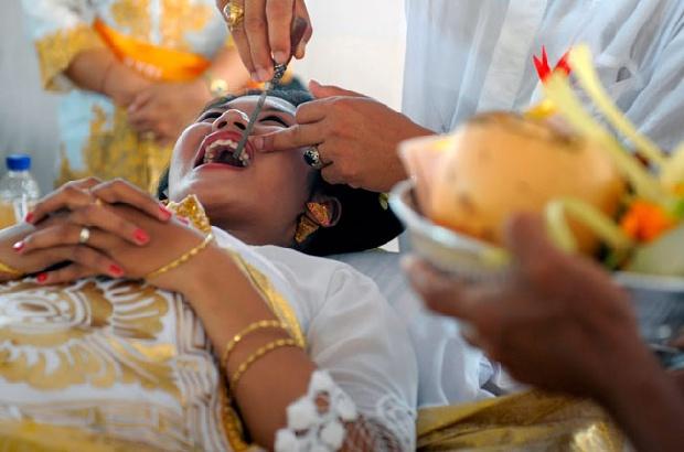 upacara adat potong gigi mepandes